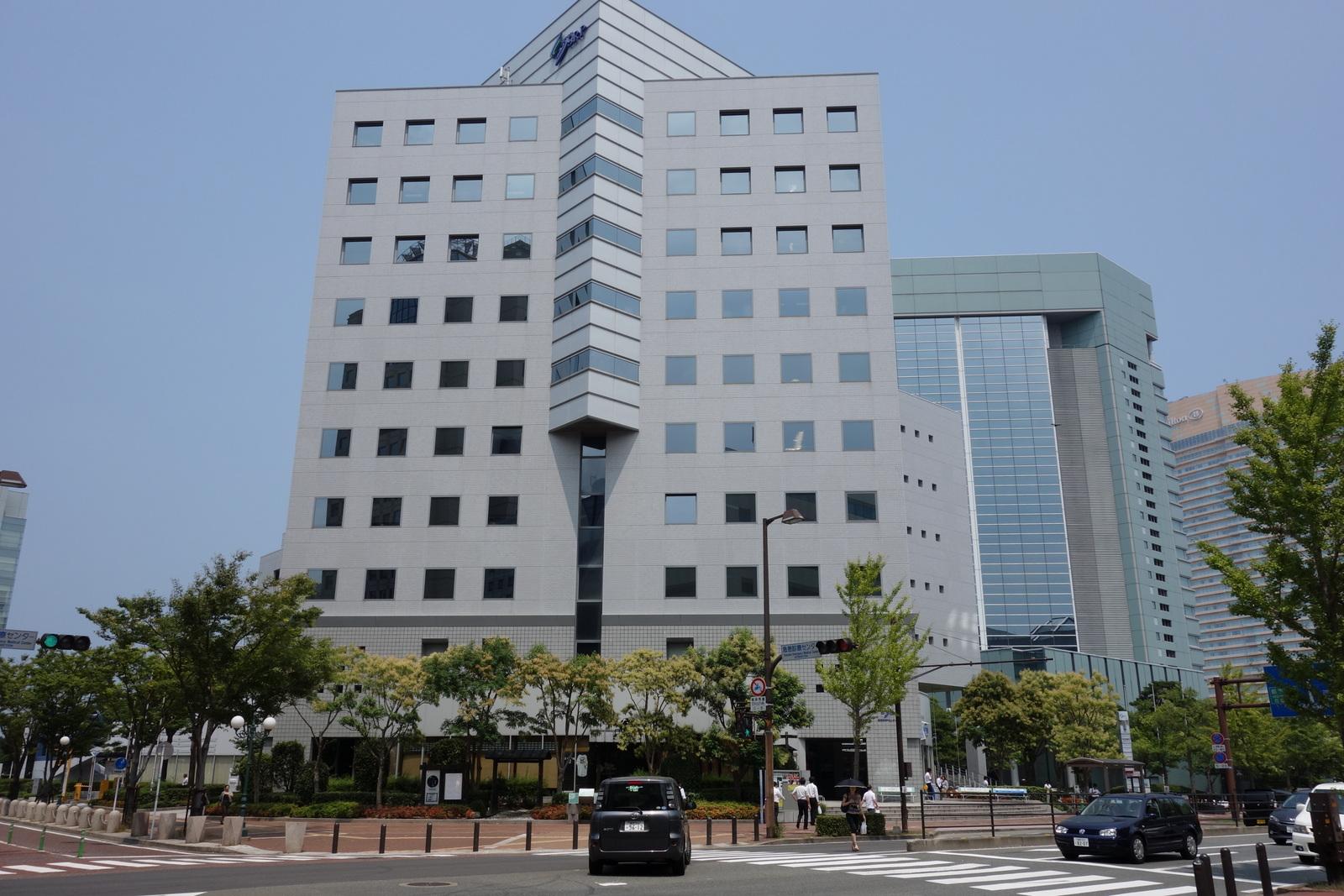 道路を渡って反対側が福岡SRPセンタービルになります。